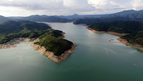 Chùa Trà Bảo Lộc nằm gần hồ Nam Phương cách làng thiền Medi Ecovill 20km