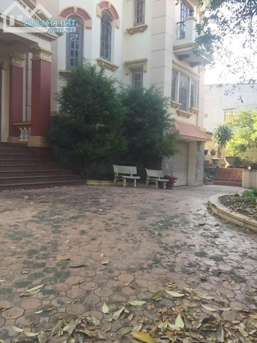 Cho thuê biệt thự sân vườn Đỗ Xuân Hợp Q9