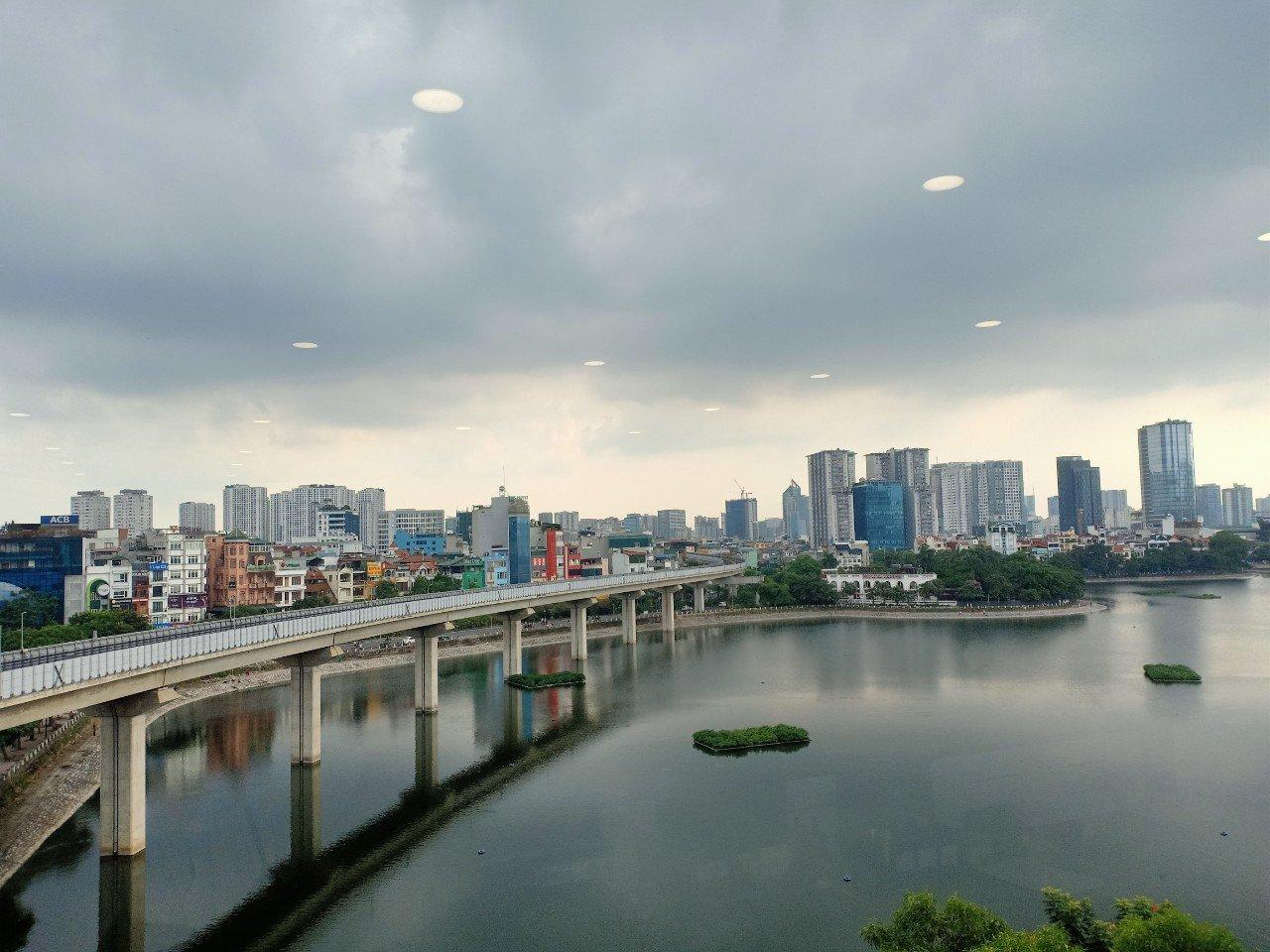 Chính chủ cho thuê văn phòng 111m2 view hồ, giá tốt tại mặt phố Hoàng Cầu, Đống Đa, Hà Nội