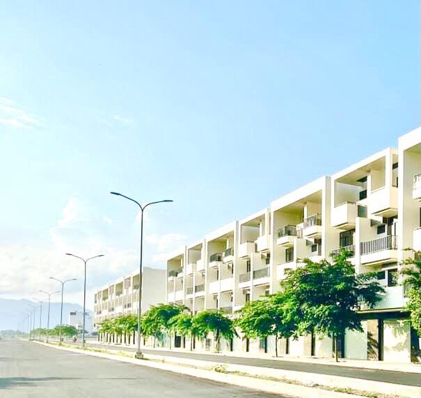 Bán lô đất ngay quốc lộ 1A Tuy An Phú Yên cách biển 4km giá chỉ 3 triệu/m2
