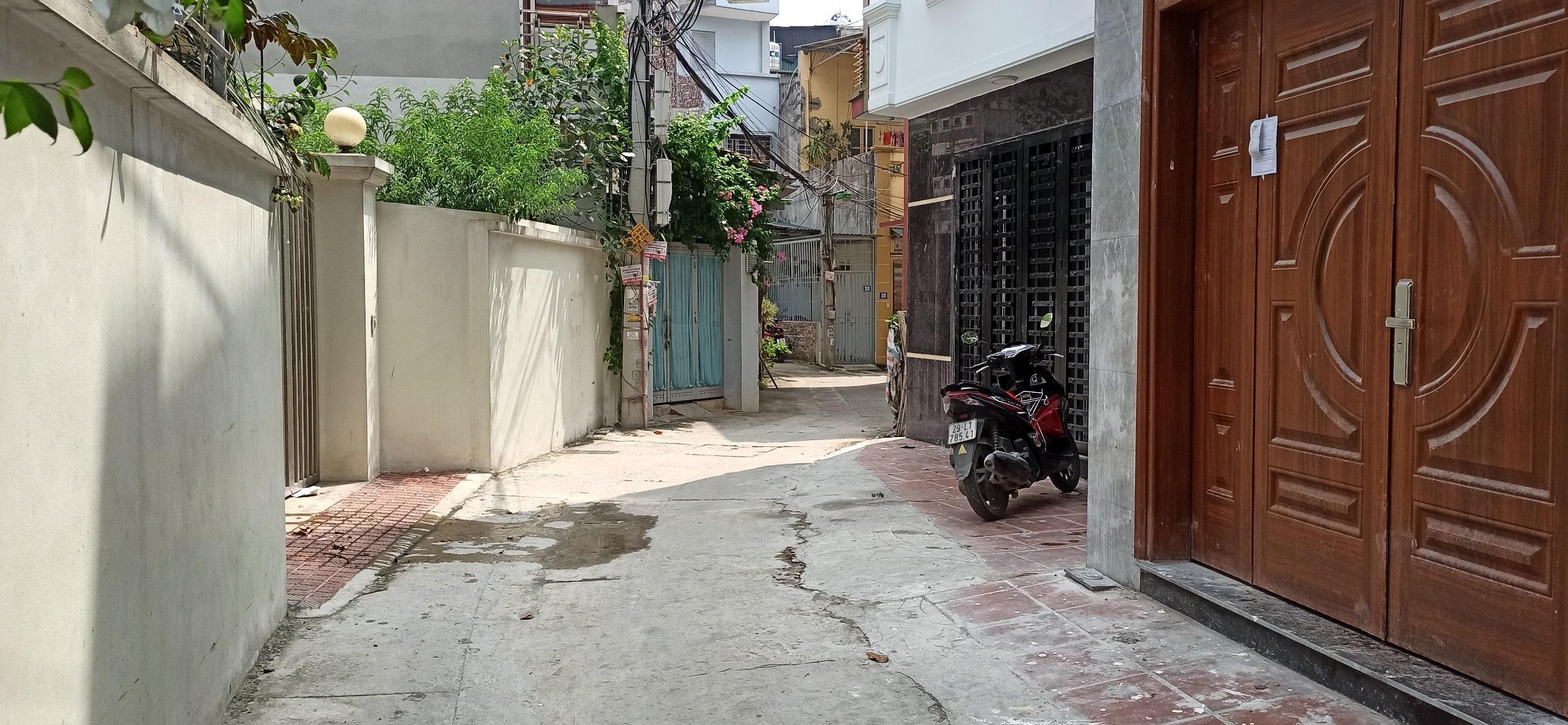 Bán Nhà-Tây Mỗ-Nam Từ Liêm- 31M Xây 5 Tầng ngõ 2,6m gần chỗ đỗ 10 ô tô 2,4tỷ