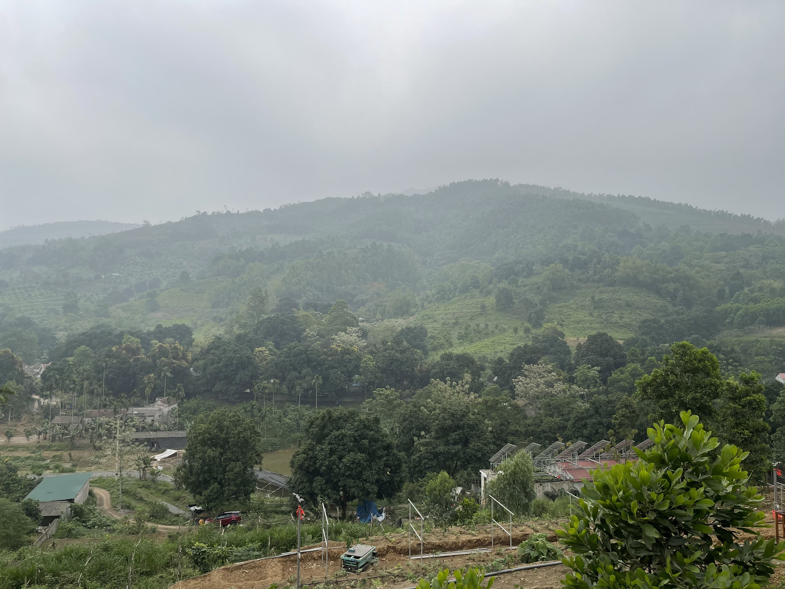 bán gấp 36ha đất thổ cư và rừng sản xuất view đẹp gần sân gofl