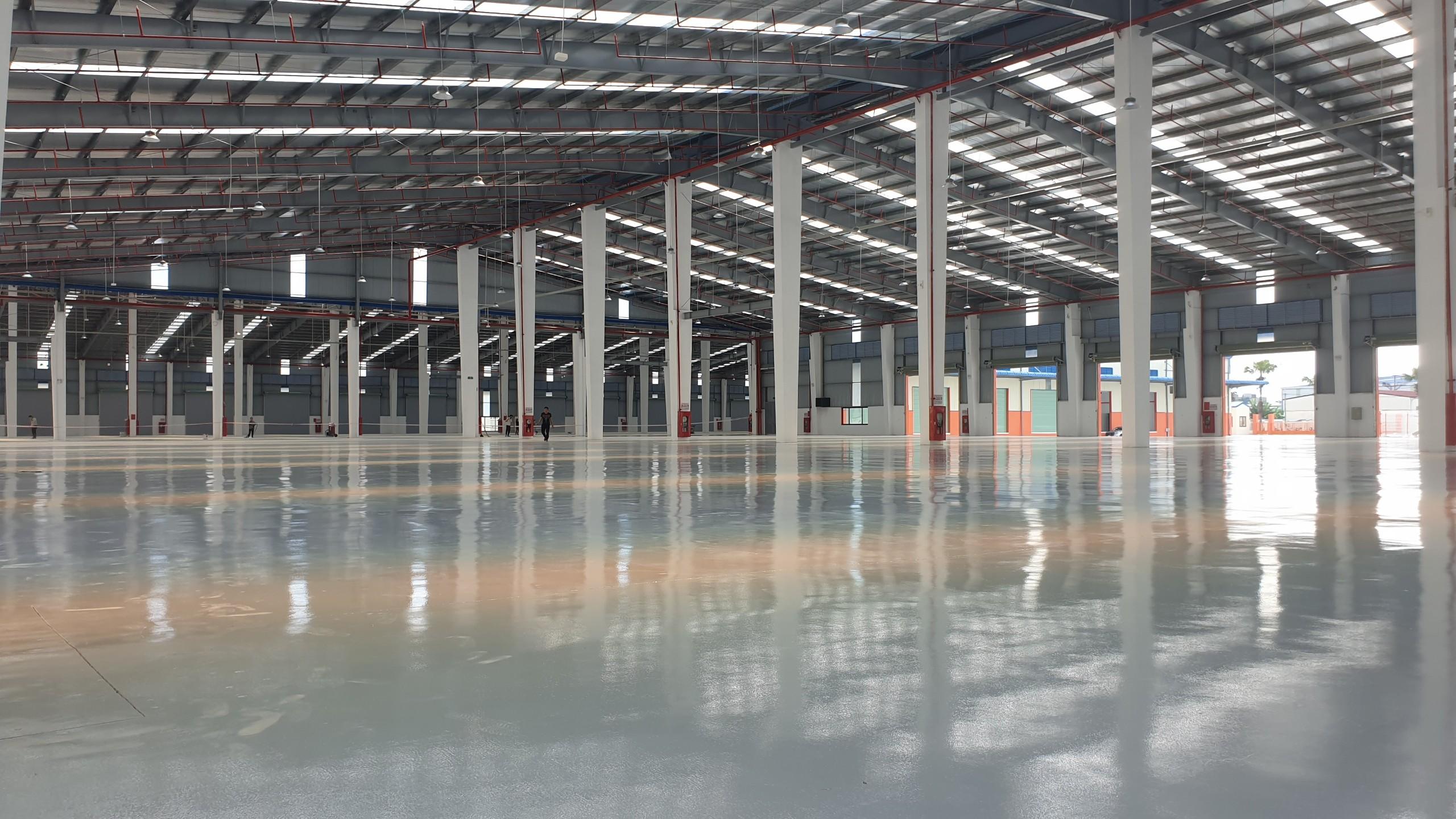 Cho thuê 5000m2 kho, xưởng tiêu chuẩn tại KCN Đài Tư, Long Biên đầy đủ pháp lý, pccc giá mùa dịch