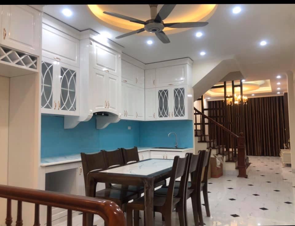 Cần bán Căn hộ chung cư đường Cổ Linh, Phường Thạch Bàn, Diện tích 65m², Giá 4 Tỷ