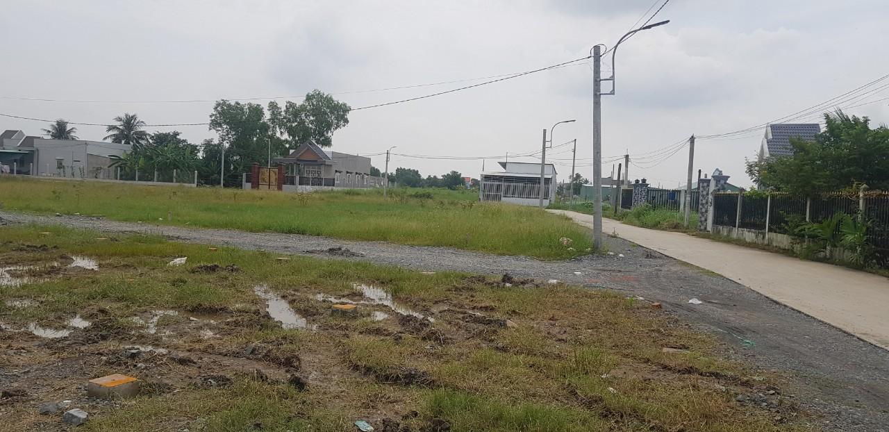 Cần bán Đất đường Nguyễn Trung Trực, Xã Long Cang, Diện tích 90m², Giá 12.5 Triệu/m² - LH: 0936313447
