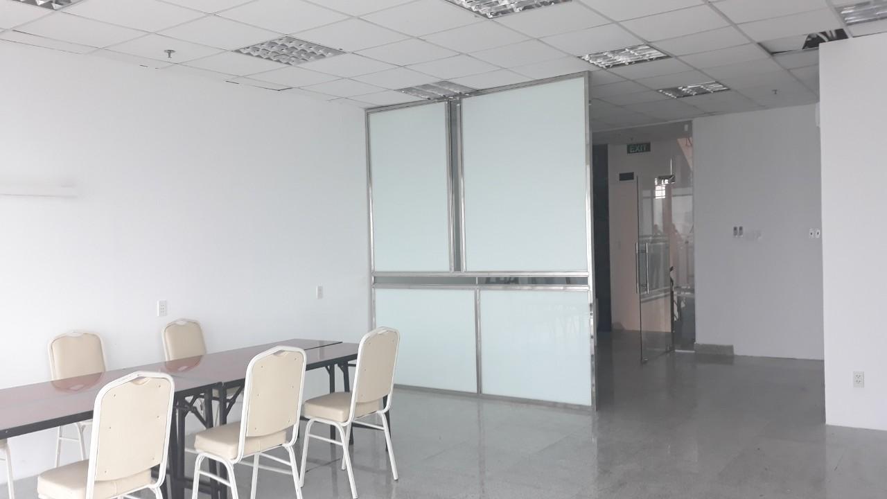 Cho thuê văn phòng giá rẻ mặt tiền đường CMT8 Q3 gần cv Lê Thị Riêng